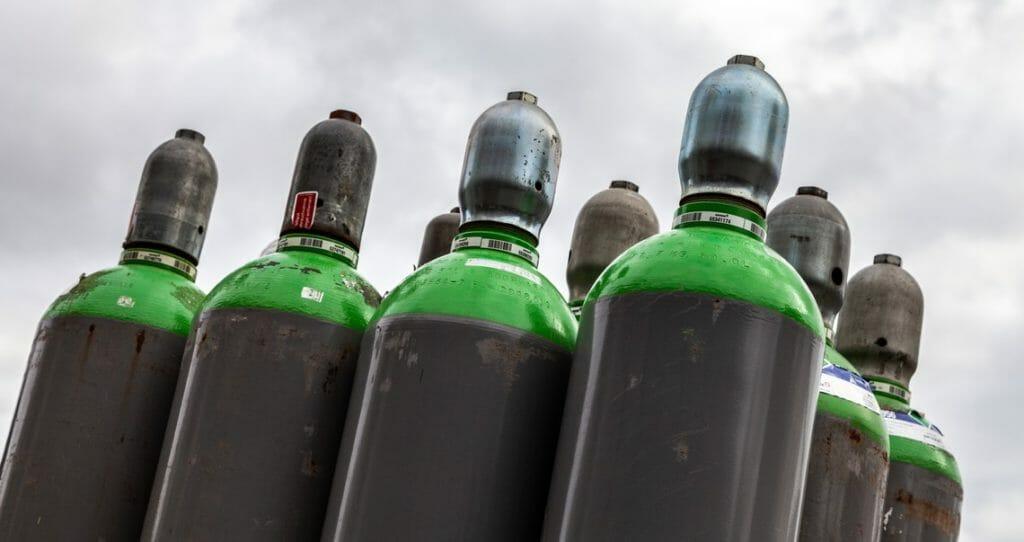Schutzgas Gasflaschen grüne Flaschenschulter